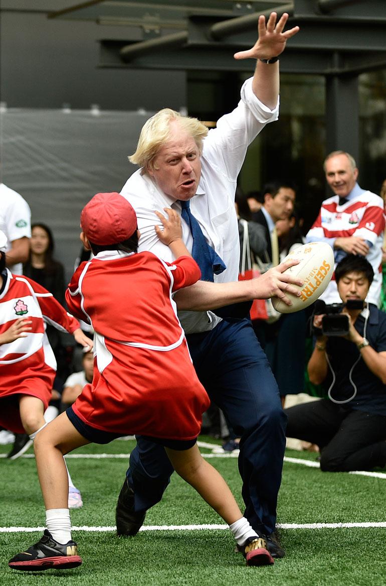 Kymmenvuotias japanilaispoika Toki Seguchi jäi Borisin rajun taklauksen alle vuonna 2015.