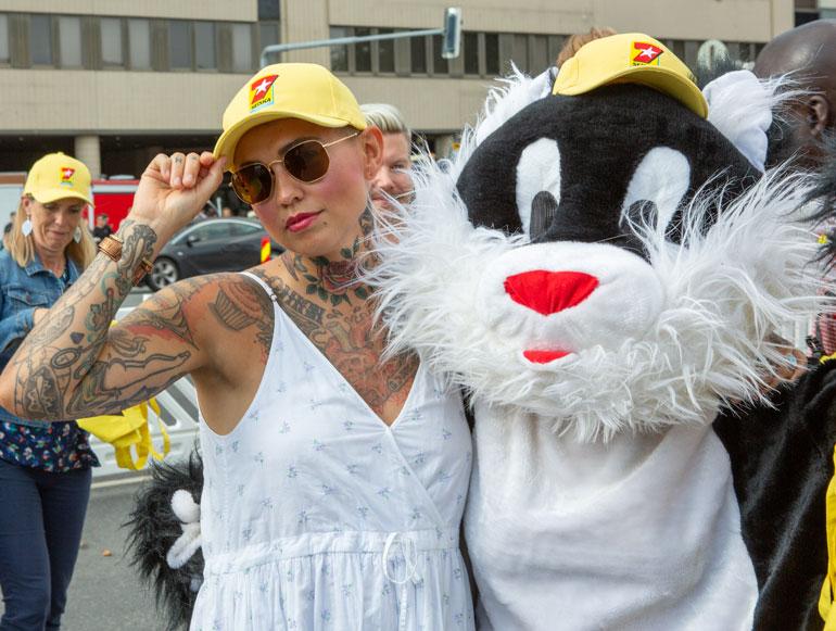 Kohukatilla oli hännässään pitelemistä, kun vastaan käveli suosikkibloggaaja Natalia Salmela, joka otti kissan vastaan kuin vanhan ystävän.