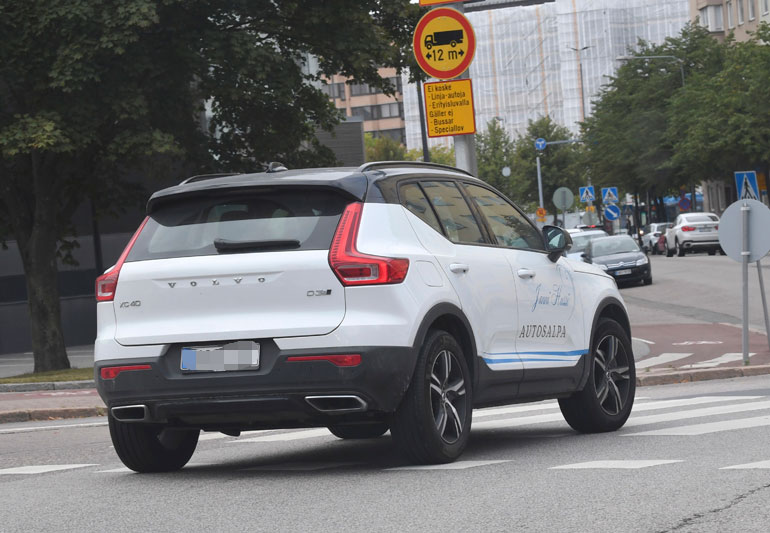 Sponsoroidun Volvon etuovissa lukee Jannin nimi.