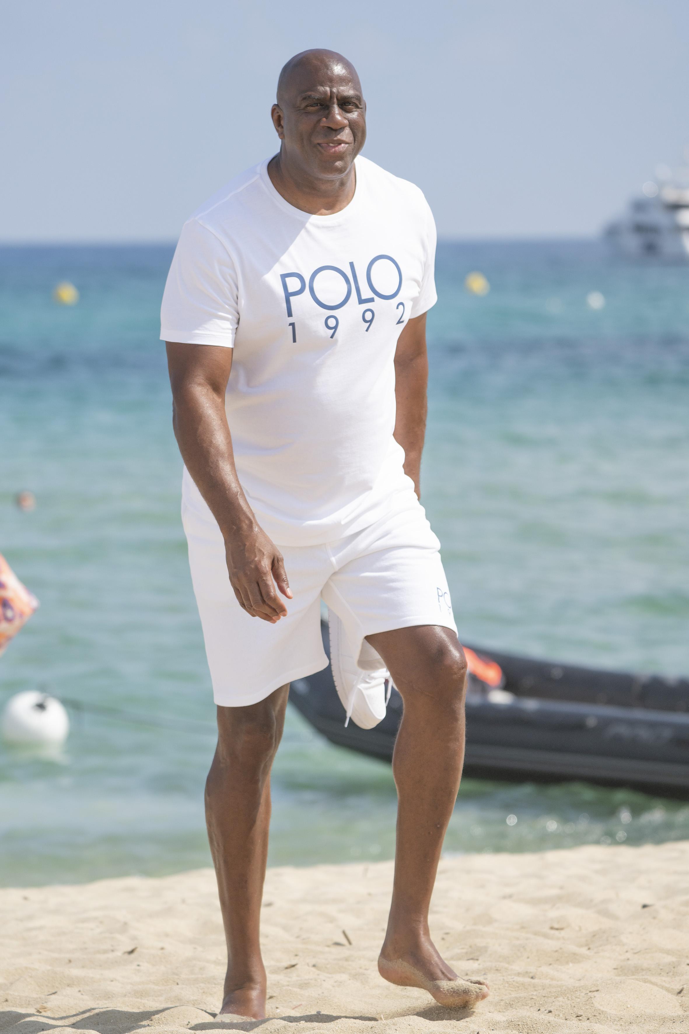 """60-vuotisjuhliaan viettänyt Earvin """"Magic"""" Johnson edusti koko NBA-uransa Los Angeles Lakersia. 206-senttistä pelintekijää pidetään yhtenä kaikkien aikojen korislegendana."""
