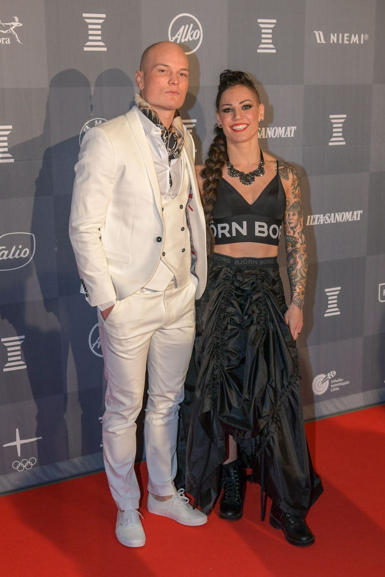 Eva ja Niklas menivät naimisiin vuonna 2016. Kahden nyrkkeilijän liitto ei aina ole helppoa. – Pelkään enemmän Niklaksen kuin itseni puolesta, Eva sanoo.