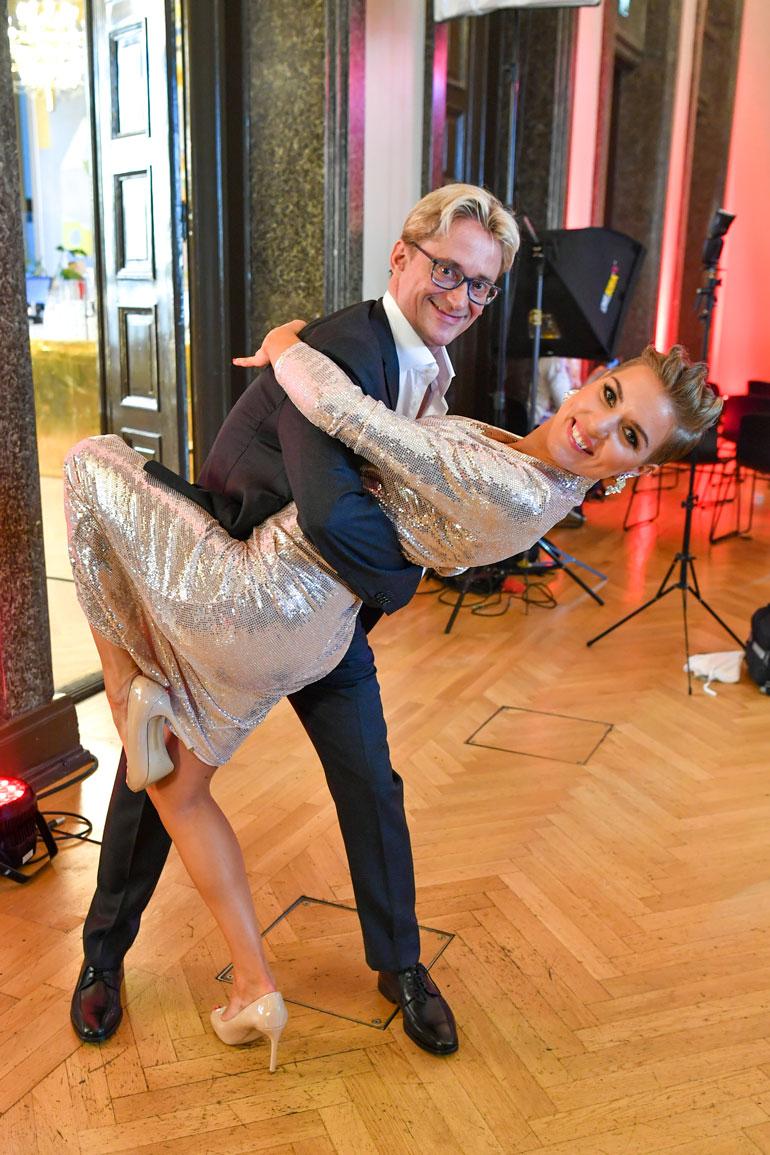 Mikael Jungner ja Saana Akiola.
