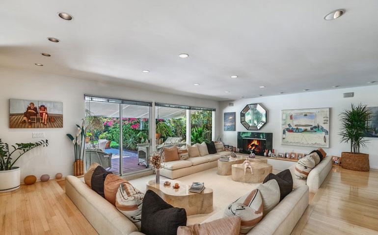 Adelen asunnon sisustus on tyyliltään varsin maanläheinen.