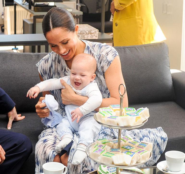 Meghan-äidillä oli Archie-pojassaan pitelemistä valtiovierailulla.