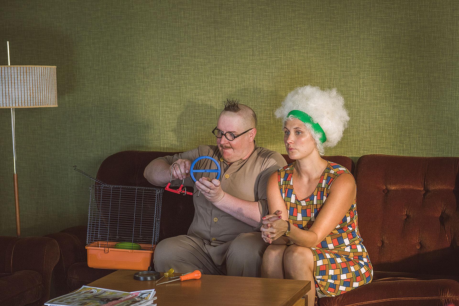 Heimo Vesa (Santtu Karvonen) ja Irma Vesa (Linda Wiklund) elävät onnellisessa parisuhteessa.