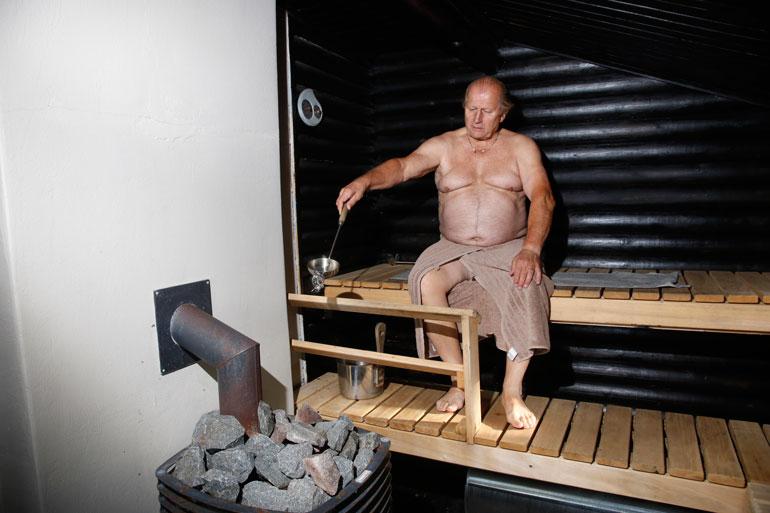 Juhani Tammisen rantasaunassa lämpenee todellinen tehokiuas. – Olen todella intohimoinen saunoja. Väitän ymmärtäväni jotain saunan päälle.
