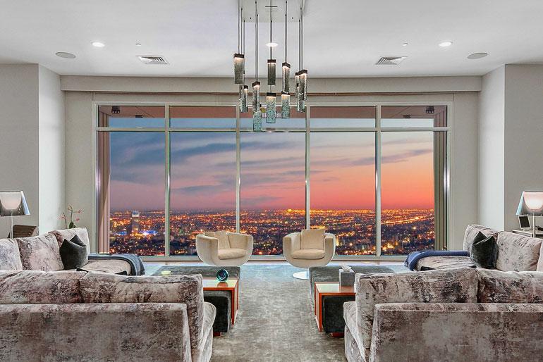 Matthew'n ei ole tarvinnut pelätä ikkunoista kyttääviä naapureita, sillä 40. kerroksessa sijaitseva huoneisto on Los Angelesin korkeimmalla sijaitseva koti.