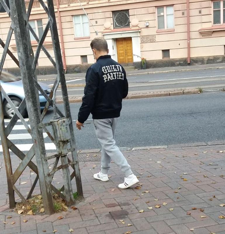 Jare pukeutui kävelylenkille arkisen tyylikkäästi mutta kalliisti.
