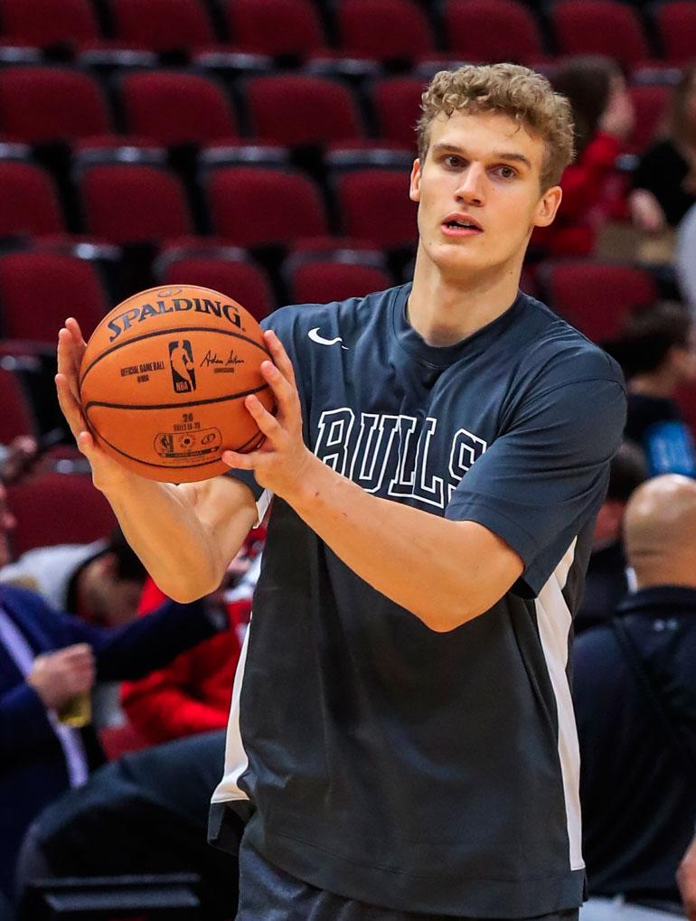 Lauri varattiin vuoden 2017 varaustilaisuudessa seitsemäntenä, jolloin hän solmi Chicago Bullsin kanssa miljoonasopimuksen.
