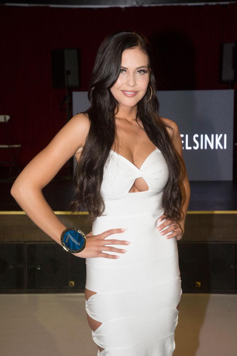 Jasmin nähtiin tummatukkaisena Miss Helsinki -kilpailussa.