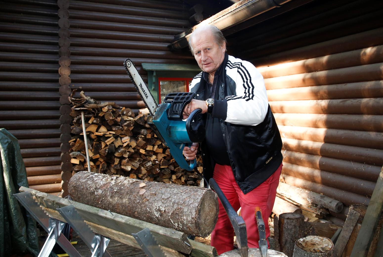 Juhani Tamminen on ollut pahoissa paikoissa. Kuvan moottorisaha ei liity juttuun mitenkään.