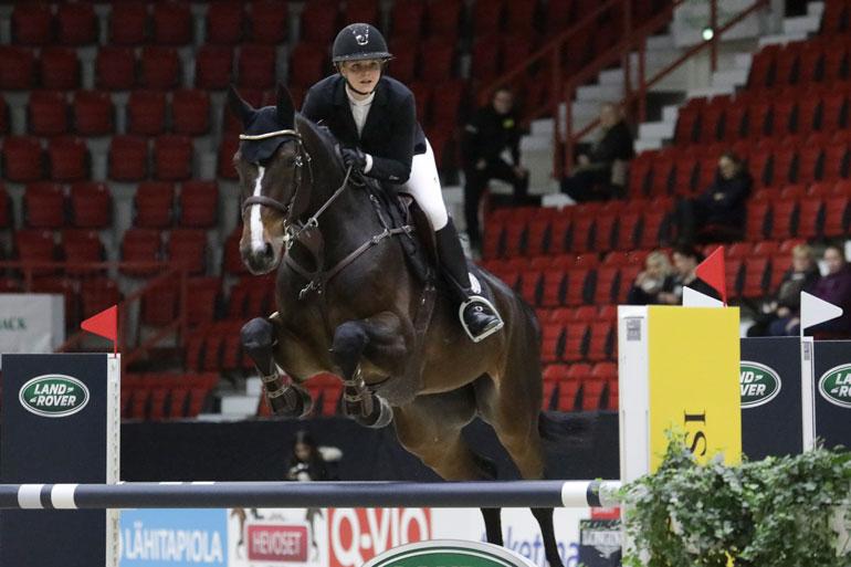 Kisaan Emilia osallistui kolmella eri hevosella. Kuvassa Florado vs. Romano.