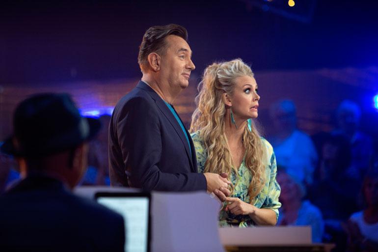 Susanna Laine viihtyy mainosti Tuttu juttu show'ssa Timo Koivusalon aisaparina. – Hän on aivan ilmiömäinen. Suomesta ei heti löydy hauskempaa tyyppiä, jolla juttu lähtee mistä vain lentoon!
