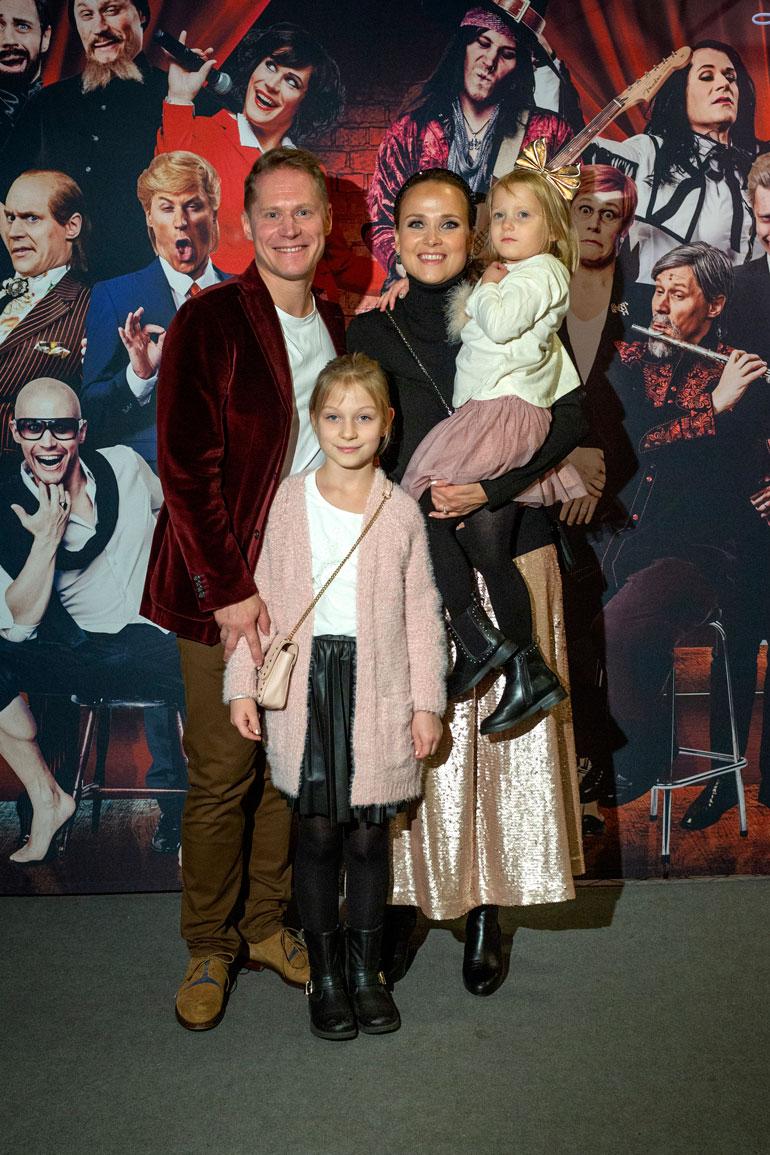 Jarkon kanssa ensi-iltaa juhlivat Sanna-vaimo ja tyttäret Tilda, 5, ja Elsa, 10.