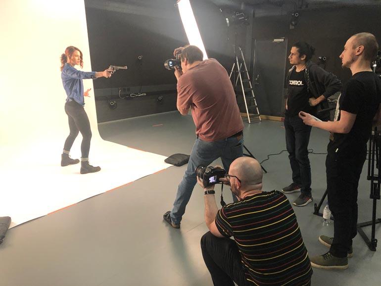 Courtney näyttelee suomalaisen Remedy-pelifirman Control-hittipelin pääroolissa Jesseä. Kuvaukset kestivät kaksi vuotta.