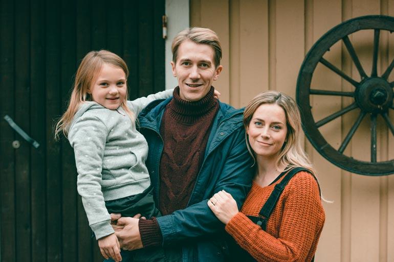 Iina näyttelee Elisa viihteen Downshiftaajat sarjassa Jussi Vatasen kanssa.