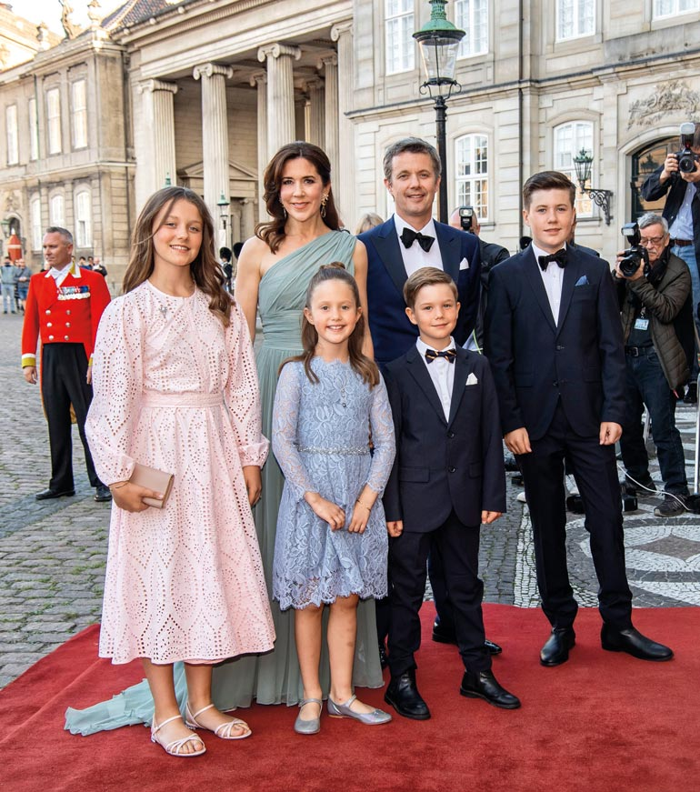Kruununprinssi Frederikin Mary-vaimo ja neljä lasta muuttavat joulun jälkeen Sveitsiin.
