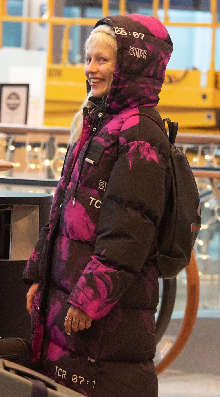 Chisu nähtiin lentokentällä.