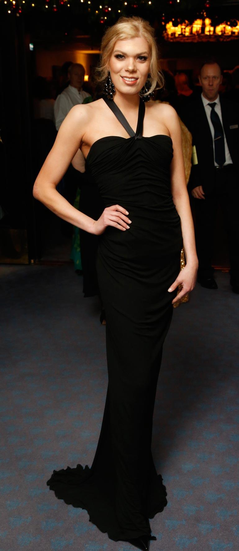 Eveliina Tikka matkustaa vielä marraskuussa kilpailemaan kansainvälisiin Miss Nation -kisoihin Dubaihin.