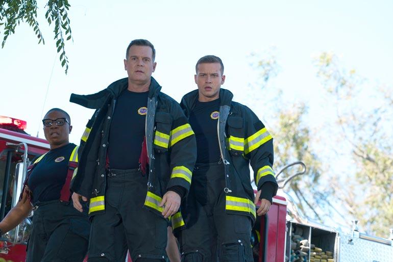 Sarjassa 9-1-1 Oliver esittää palomies Buckia, joka oli aiemmin varsinainen naistenmies.