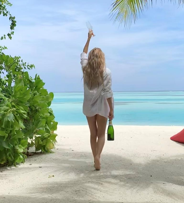 – Jokainen aamu alkoi samppanjalla, Nadja naurahtaa.