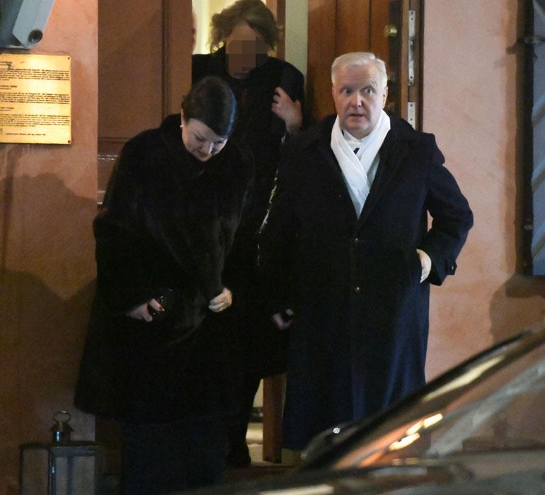 Olli Rehnkin oli paikalla salabileissä.