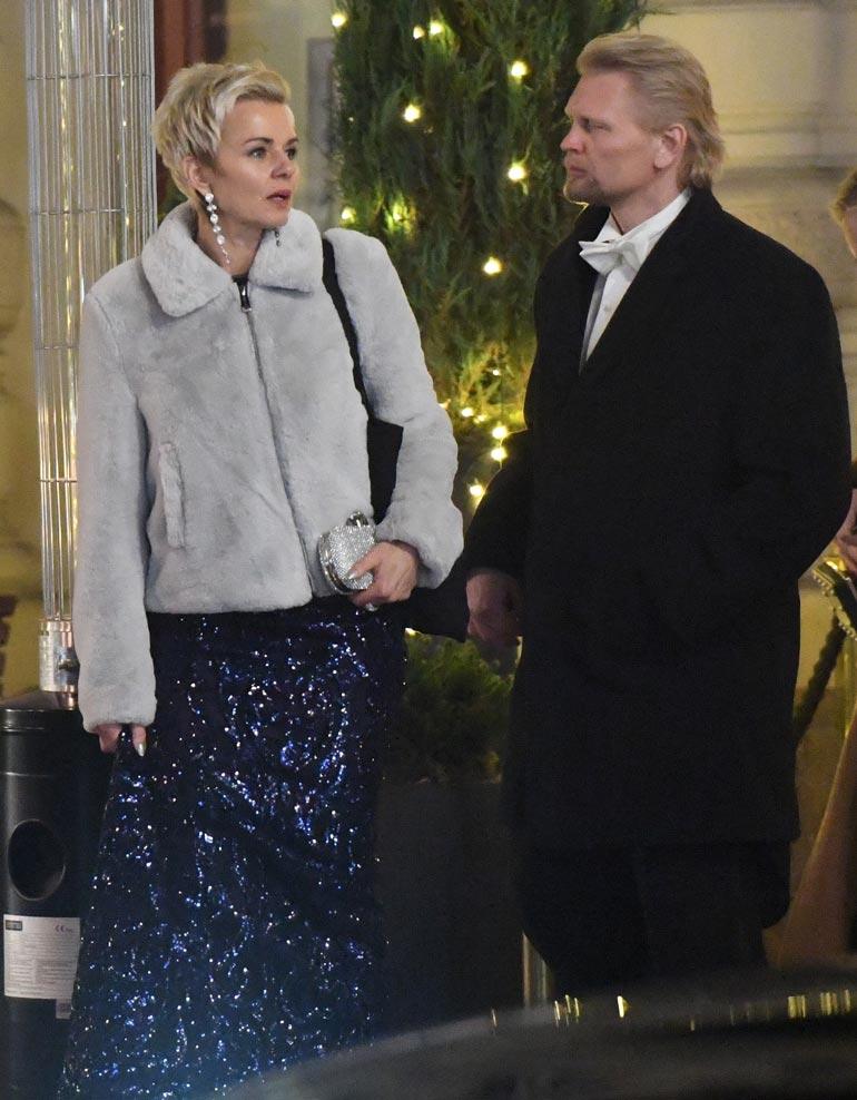 Mari ja Marko jaksoivat juhlia Linnan virallisilla jatkoilla yön pikkutunneille asti. Illan päätteeksi he hipsivät hotellilleen.