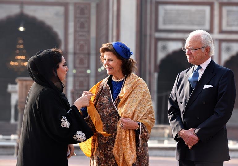 Silvia ja Kaarle Kustaa Intiassa.