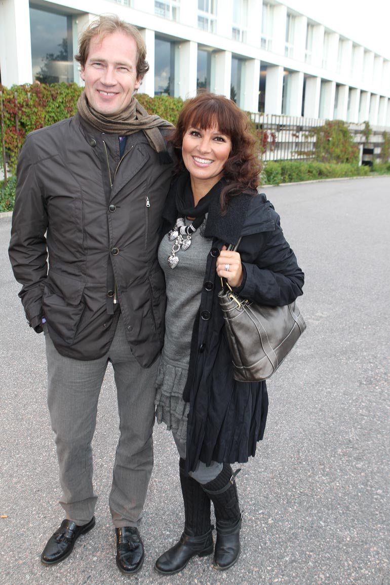 Joulu on Arjalle rauhoittumisen aikaa perheen kanssa. Pekka Karmalan kanssa hän on ollut naimisissa yli 20 vuotta, ja heillä on kolme lasta. – Joululaulut ovat minulle tosi tärkeitä.