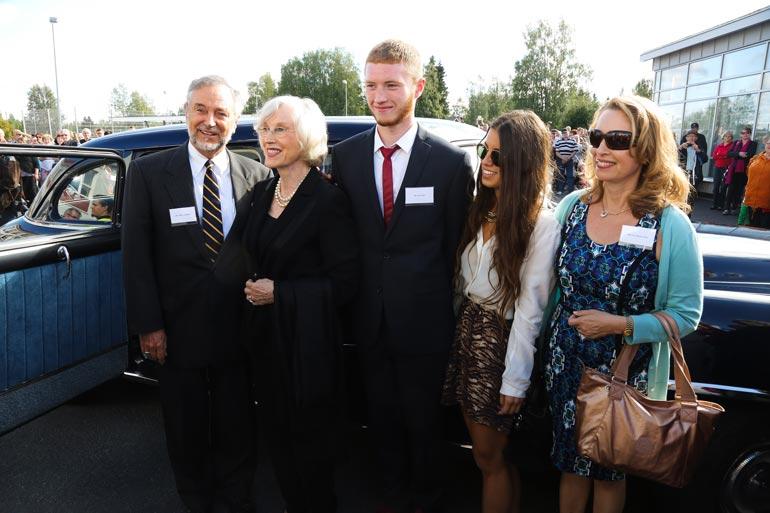 Armi Kuusela-Williams vieraili Muhoksella elokuussa 2014. Kuvassa Albert Williams, Armi, lapsenlapsi Eric, lapsenlapsi Katarina ja tytär Eva-Maria.