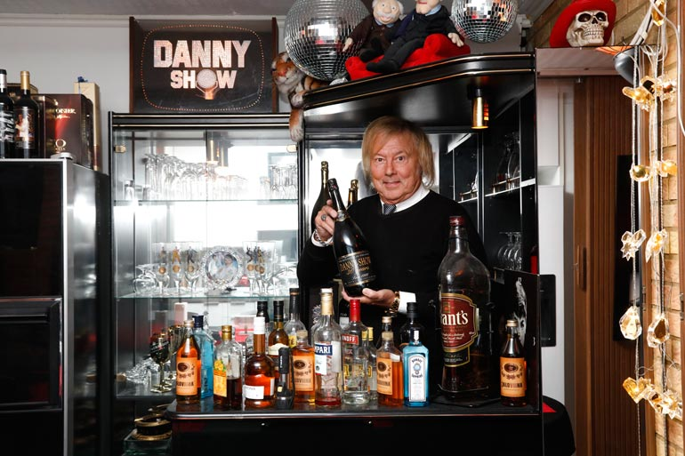 Laulaja ei tunnetusti ole viinamäen miehiä, mutta hänen miesluolastaan löytyy silti vakuuttava baari. – Lähinnä vieraitani varten.