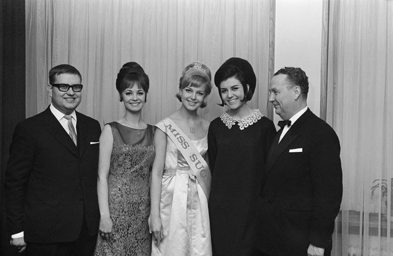 Vuoden 1965 Miss Suomi -kolmikko nuoren Einon (vas.) rinnalla: Essi Östring, Virpi Miettinen ja Raija Salminen.