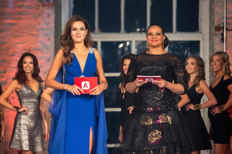 Lola juonsi Miss Suomi 2019 -kisat yhdessä toisen Miss Suomen, vuoden 2017 voittajan Michaela Söderholmin kanssa.