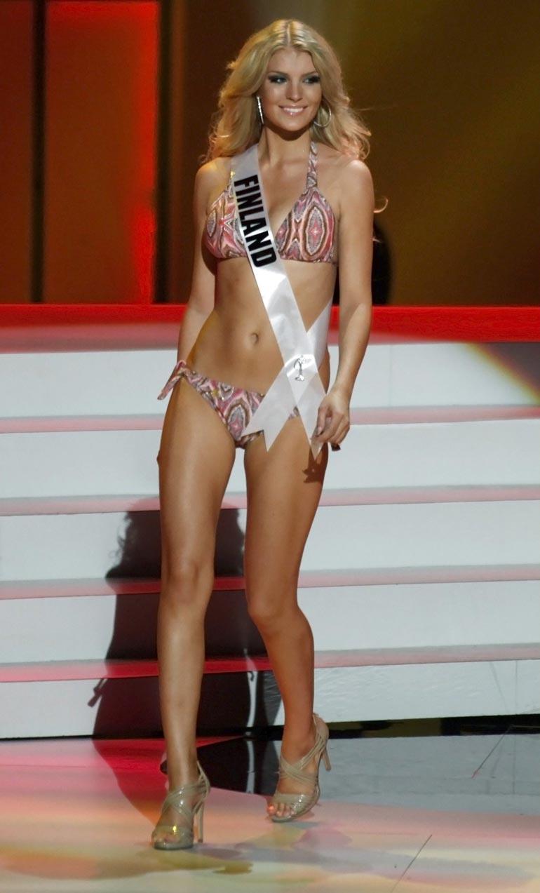Näin upeana Pia edusti Suomea Miss Universum  -kisassa Brasiliassa 2011. Kansainvälisten kauneustuomareiden kehut antoivat sysäyksen blondin Amerikkaan muutolle.