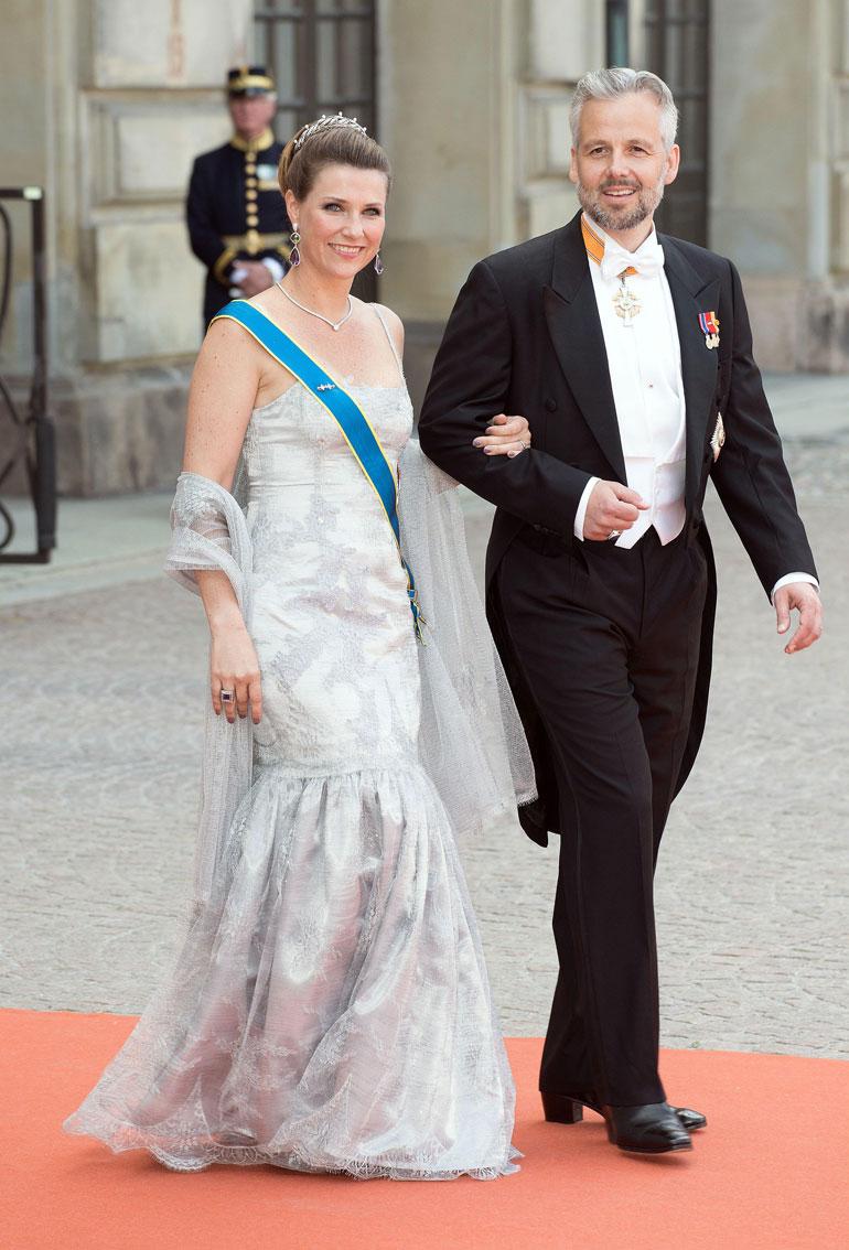 Ari oli naimisissa Norjan prinsessa Märtha Louisen kanssa vuosina 2012–2016. Kuva vuodelta 2015 prinssi Carl Philipin ja prinsessa Sofian häistä.