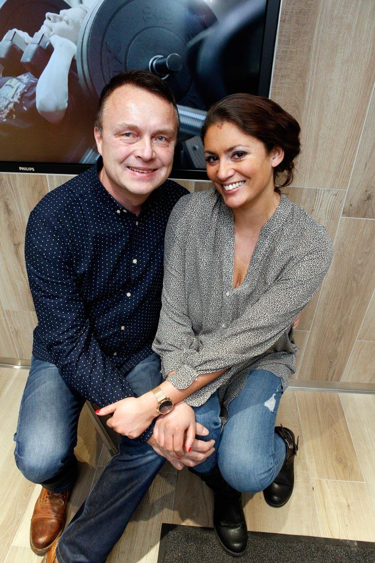 Jasmin on seurustellut Jarmonsa kanssa jo kaksi vuotta. – Emme pidä avioliittoa onnellisuuden takeena. Häiden sijaan haaveilemme lomareissusta!