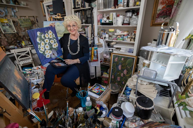 Virpi rakastaa maalausta. Hän haaveilee vuokraavansa talon Italiasta, Toscanan maaseudulta ja keskittyvänsä talvet luomistyöhön.