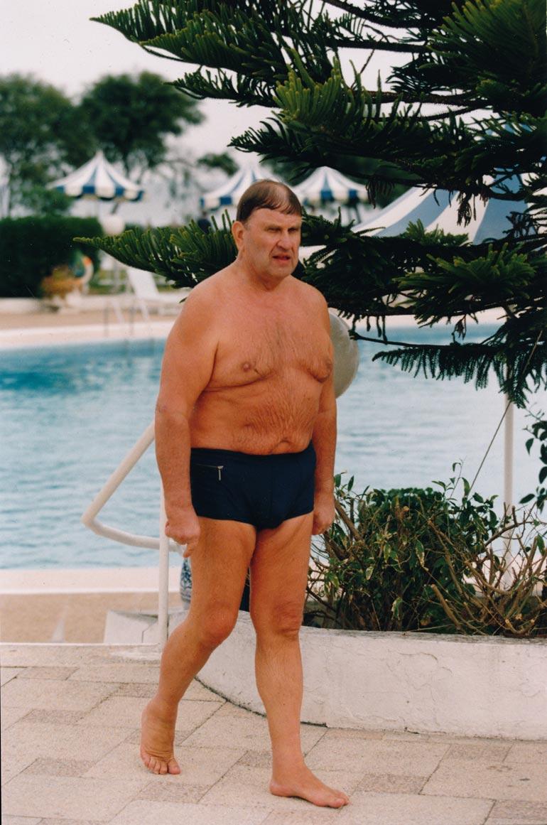 – Käyn kahdesti viikossa uimassa Espoon-kotimme lähihallissa, Eino kertoo.
