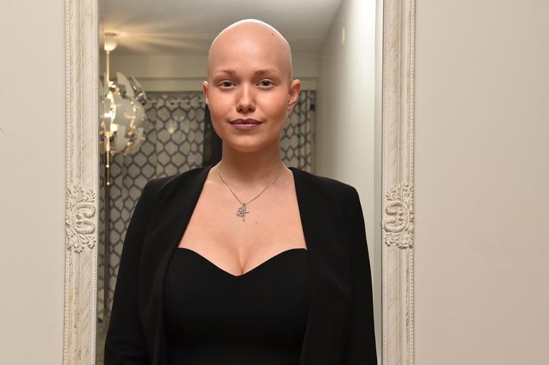 Janita sairastaa jo kolmatta syöpää. Nyt kasvain on levinnyt lisämunuaisten lisäksi vatsalaukkuun.