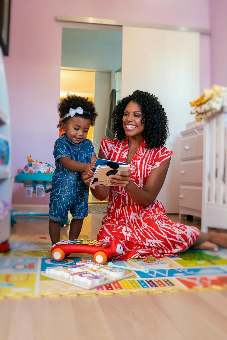 Karla muutti John-miehensä kanssa uuteen taloon Losissa juuri ennen Auroran syntymää elokuussa 2018. Saippuatähti synnytti tyttären kotonaan.