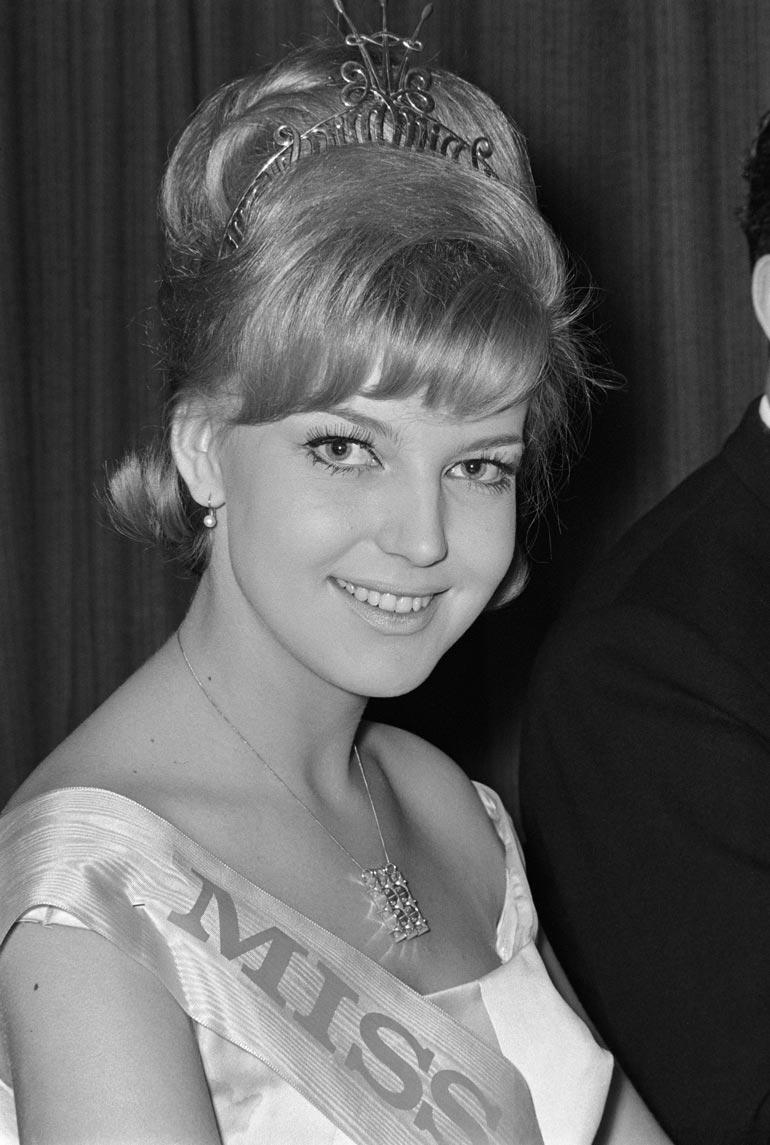 Klassisen kaunis Virpi voitti 18-vuotiaana Miss Suomi -tittelin 1965.
