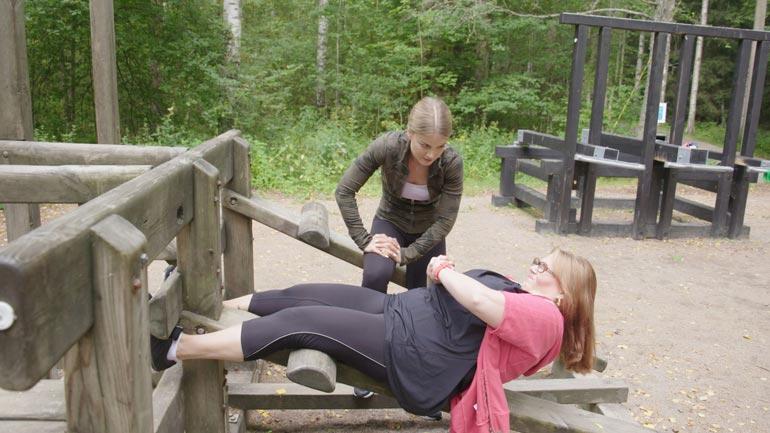 Nina sai vauhtia laihdutukseen Suurin pudottaja Suomi -ohjelmasta, jossa perheenäitiä piiskasi kuntoon Janni Hussi.