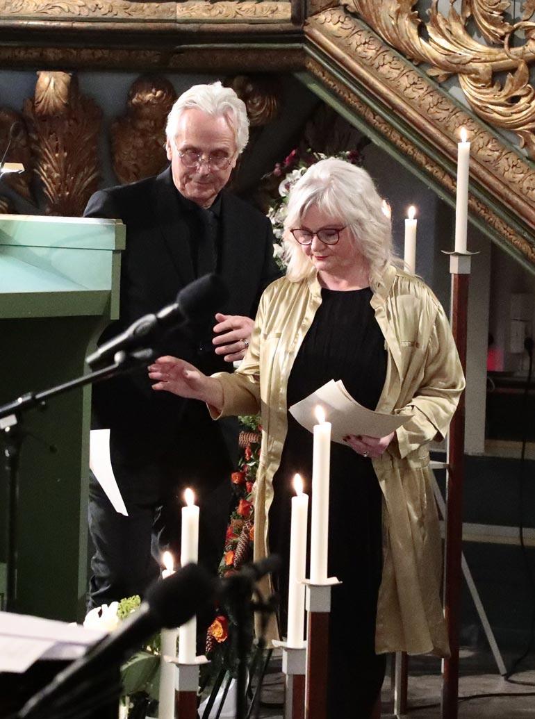 Ari Behnin isä Olav Bjørshol ja äiti Marianne Behn pitivät kauniin puheen poikansa muistoksi.