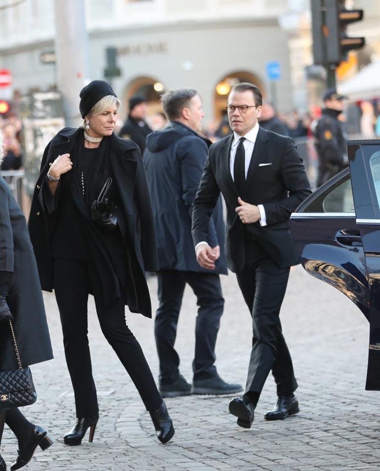 Prinssi Daniel saapui hautajaisiin Hollannin prinsessa Laurentienin kanssa.