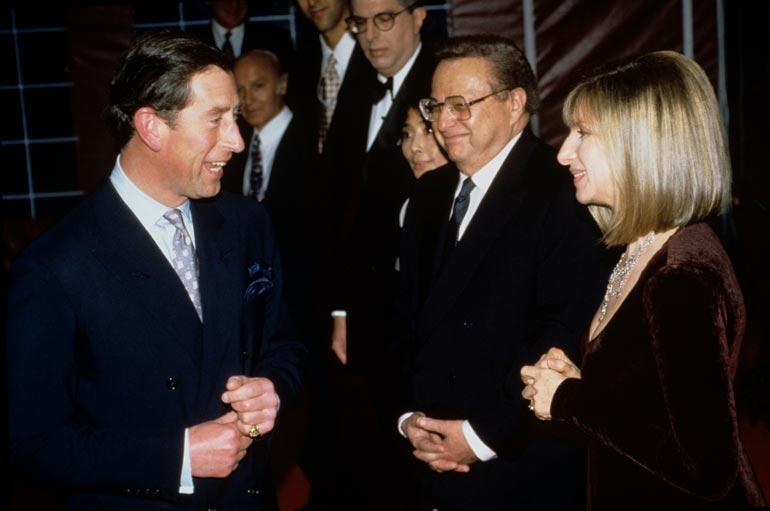 Charles ja Barbra tutustuivat jo aikoja sitten. Rennoista väleistä kertoo kuva vuodelta 1994.