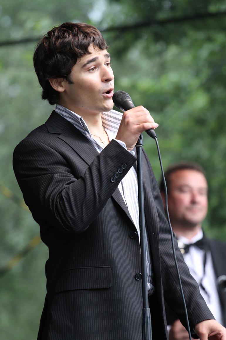 Amadeus on vuoden 2009 tangokuningas. Viime vuonna hän juhli siis 10-vuotista uraansa sekä omia kolmekymppisiään