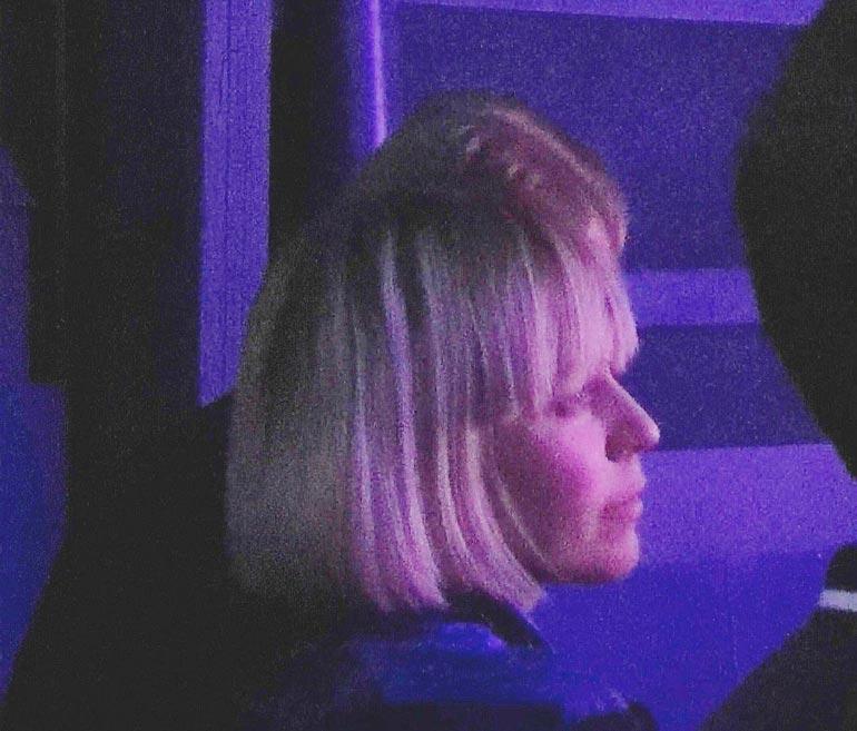 Seiskan lukija bongasi Paulan katsomassa Jarkko Tammisen imitaatioshow´ta komean miehen kanssa viime joulukuussa.