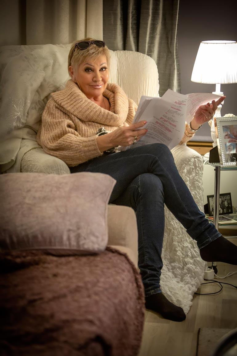 Hannele näyttelee Johanna Vuoksenmaan elokuvassa iskelmälaulaja Seija Kuulaa. – Olen valmistautunut rooliin tarkkailemalla iskelmätähtiä, mutta en ole ottanut vaikutteita kenestäkään yksittäisestä artistista.