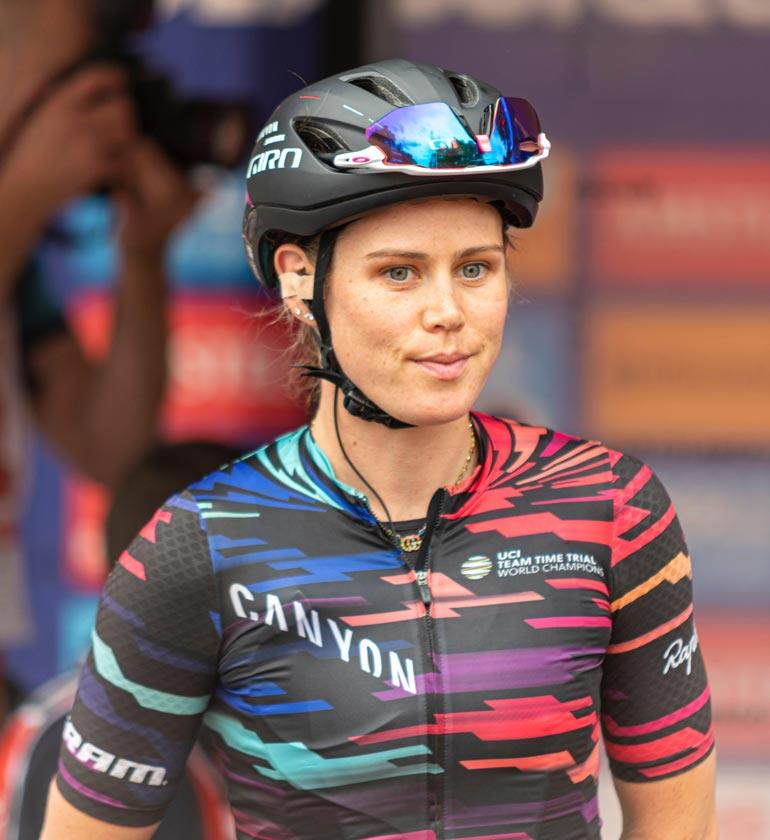 Tiffany Cromwell on huippuluokan maantiepyöräilijä ja hyvin tunnettu urheilija kotimaassaan Australiassa.