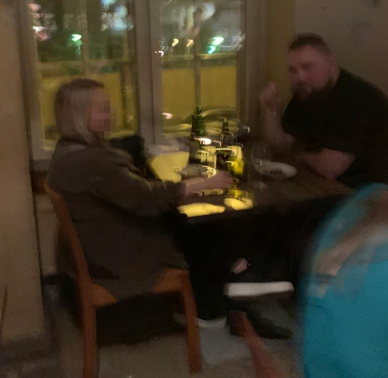 Akseli Herlevi ravintolassa.